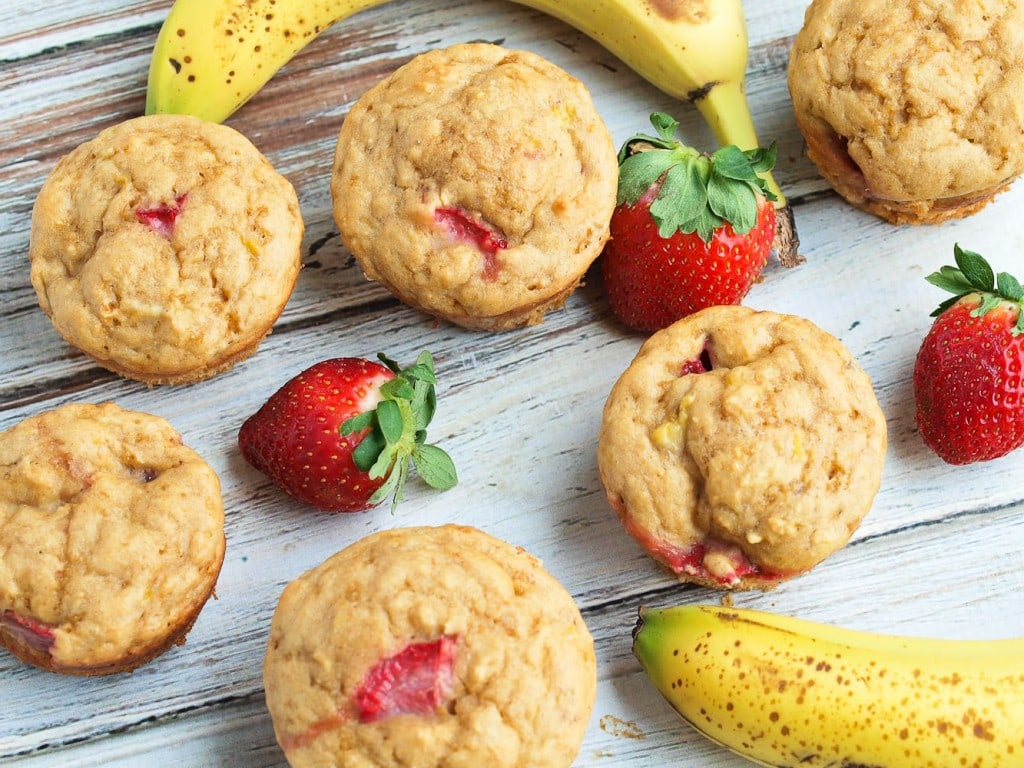 strawberry-banana-yogurt-muffins-recipe