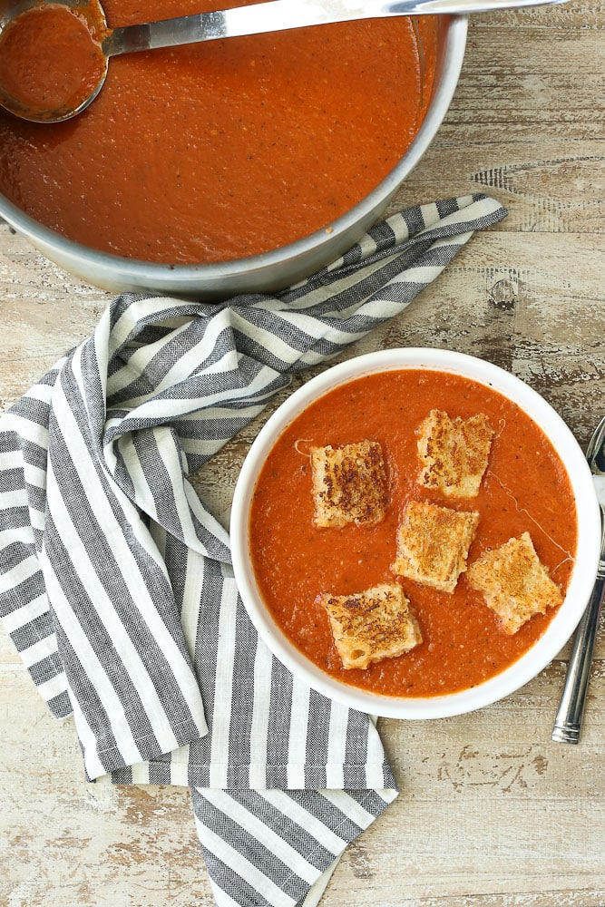 Easy tomato Soup recipe with grilled cheese croutons