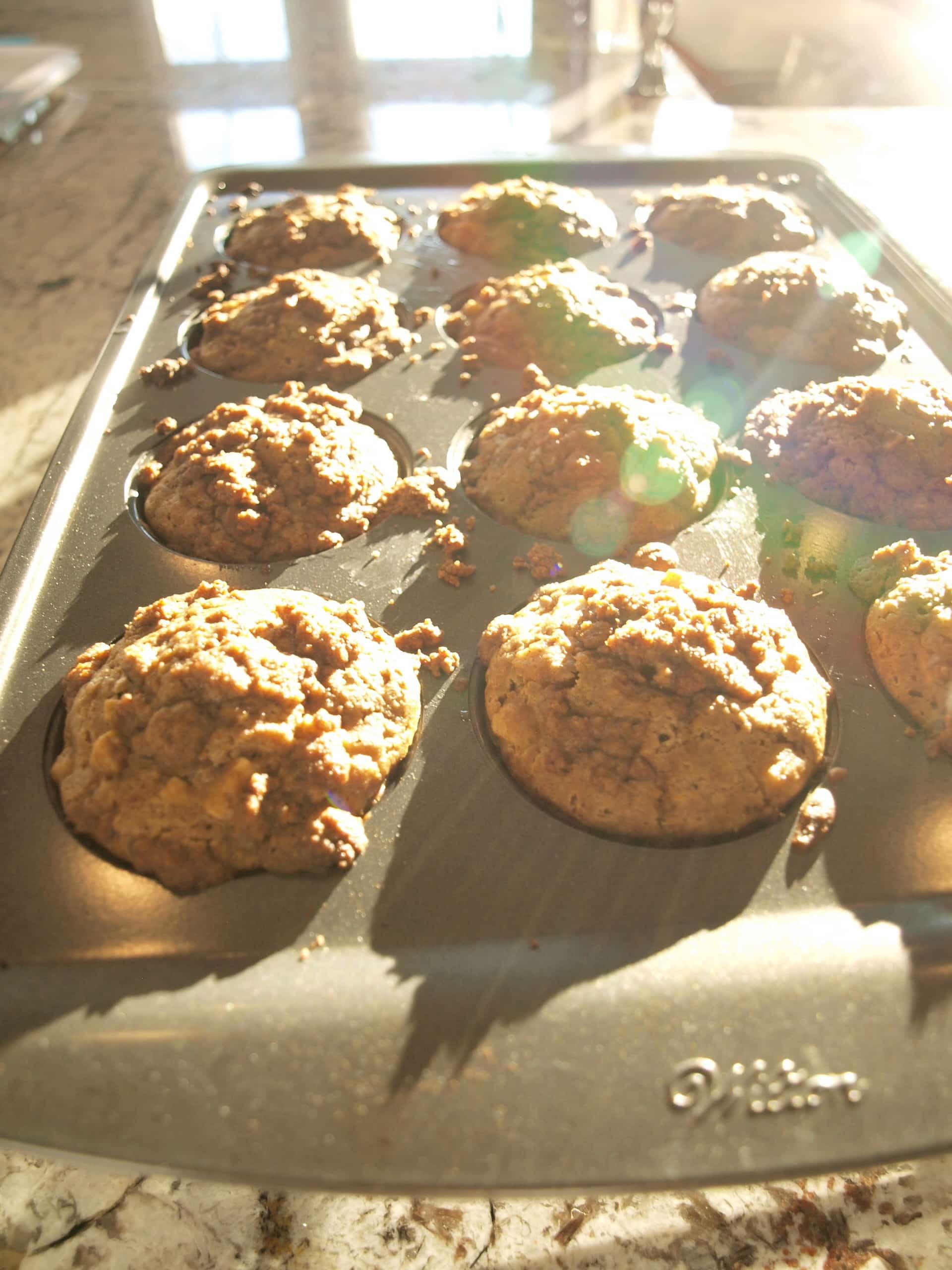 Apple cinnamon crumb muffins - Happy Healthy Mama