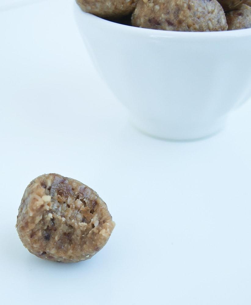 4-ingredient tahini-maple energy bites {nut free!}
