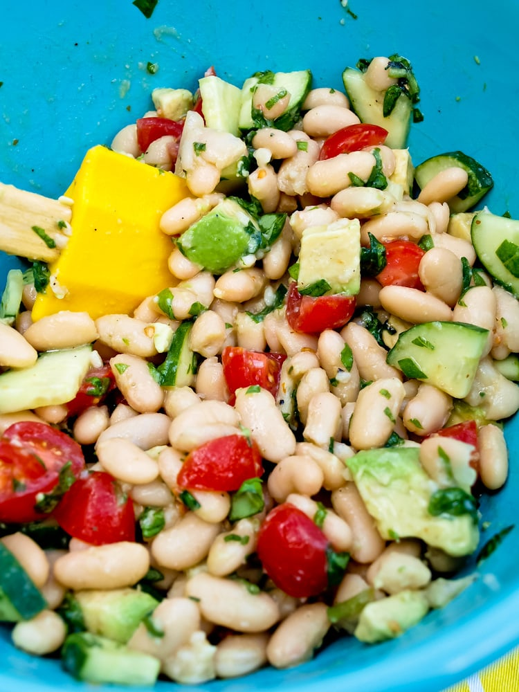 Quick, easy, and healthy white bean salad | Happy Healthy Mama