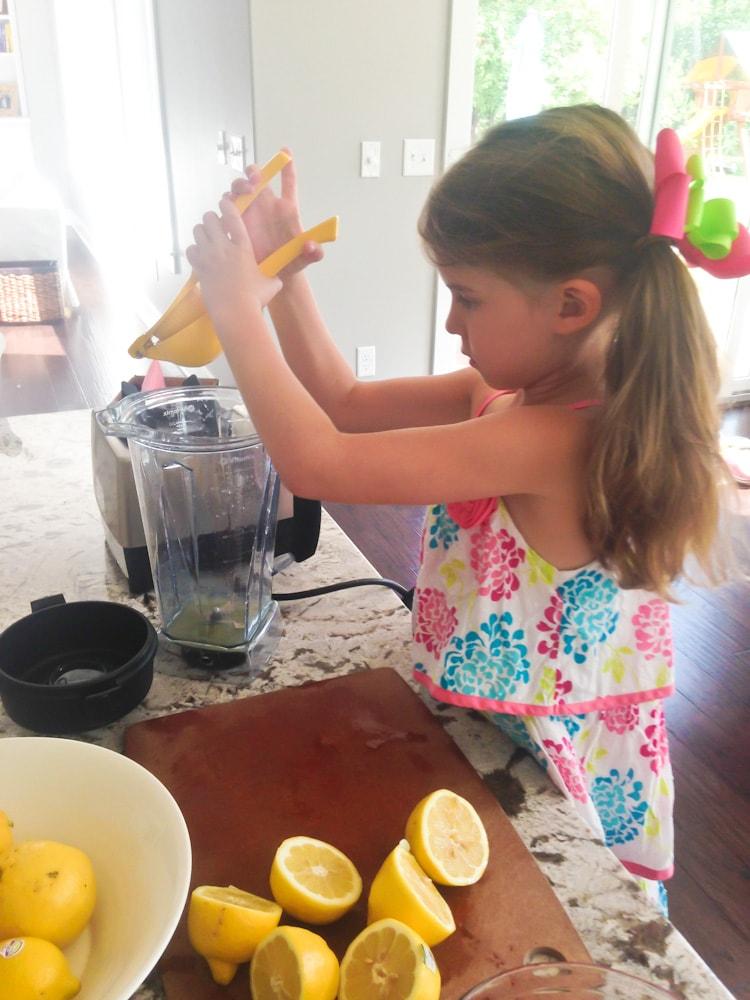 how to make homemade strawberry lemonade