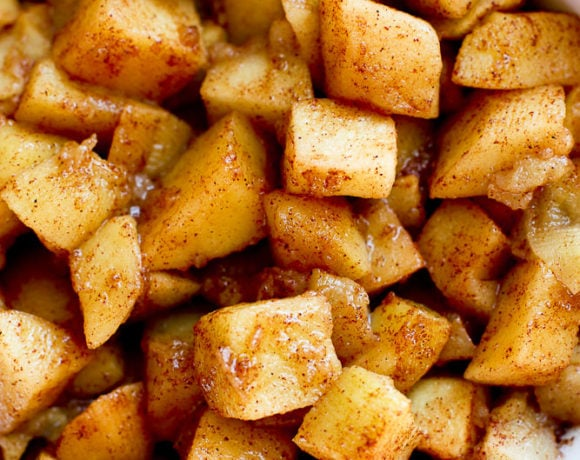 close up shot of simple baked apples recipe with cinnamon