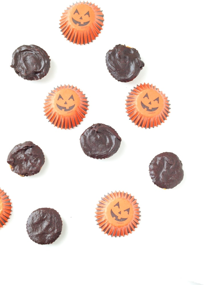 Make your own Healthy Chocolate Peanut Butter Cups at home. Only 4 ingredients--no refined sugar!