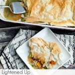An easy, lightened up turkey (or chicken!) pot pie recipe that is perfect for Thanksgiving leftovers. This is such an easy and healthy pot pie recipe. Ready in under an hour and dairy free.