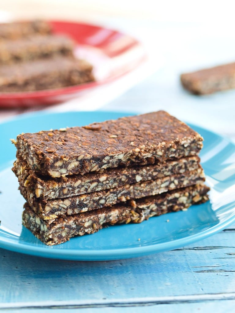 These homemade Chocolate Oatmeal Granola Bars taste a little like a no-bake cookie, but they are super healthy! They make a great after school snack and this is an easy snack recipe!