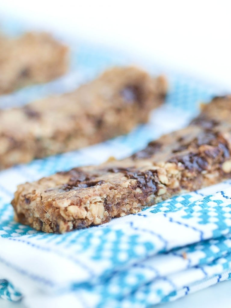 Chewy Almond Butter Chocolate Chip Granola Bars. Easy and healthy ...