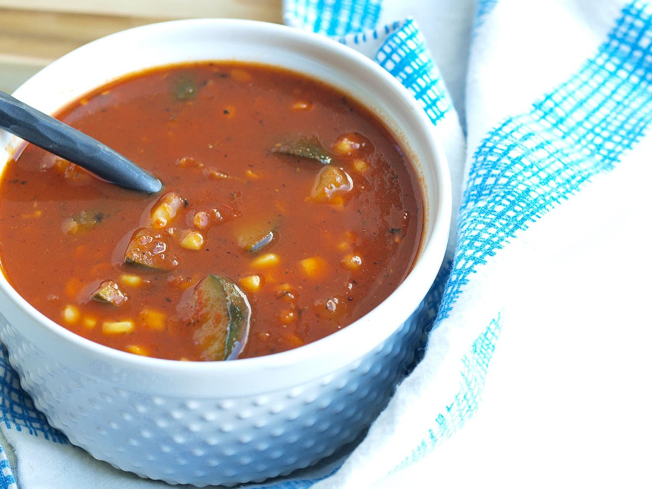 This Roasted Tomato and Red Pepper Soup with Zucchini and Co..