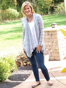 October 2015 Stitch Fix Review. Bresee Scoop Neck Top with Just Black Jimmy Skinny Jeans. See the whole review at Happy Healthy Mama