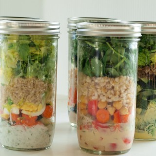 A Mason Jar Salad for Every Weekday (5 recipes with step-by-step instructions)