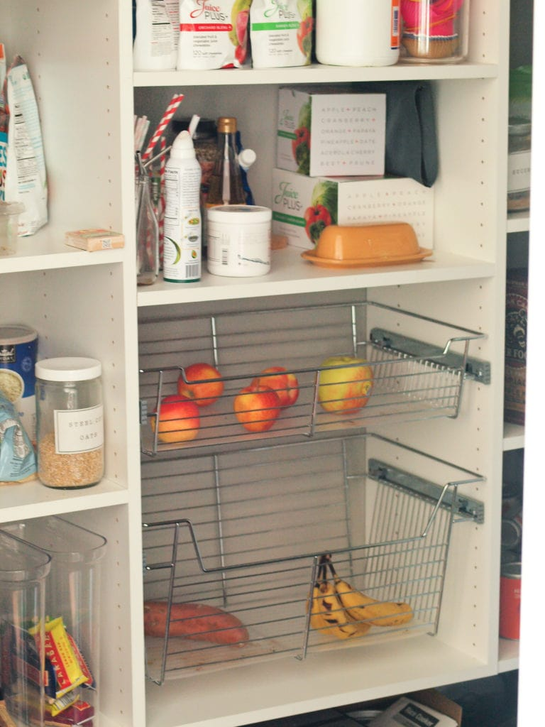 Declutter Challenge: declutter the pantry