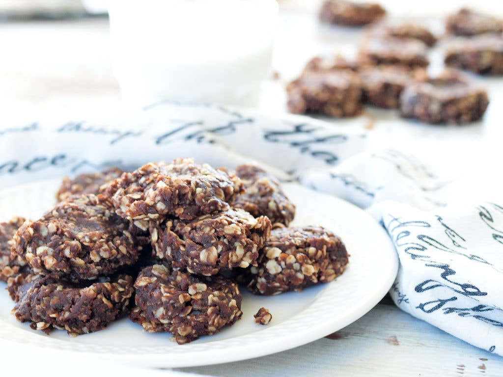 Healthy No-Bake Chocolate Cookies - Happy Healthy Mama
