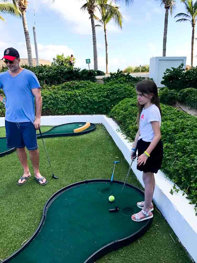 family mini golf club med cancun