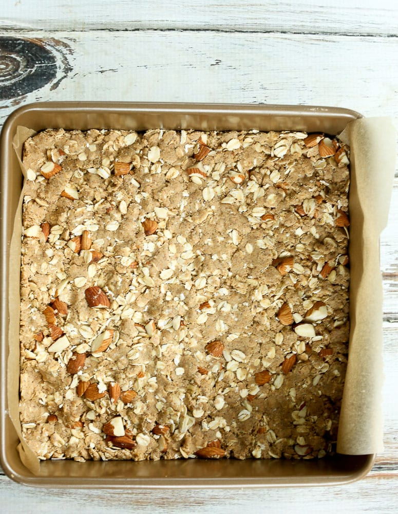 the crust layer of Oatmeal Fig Bars recipe