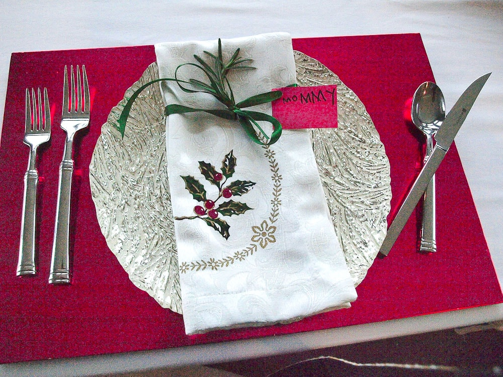 Ideas for Family Traditions for Chrismas-place setting for Christmas dinner