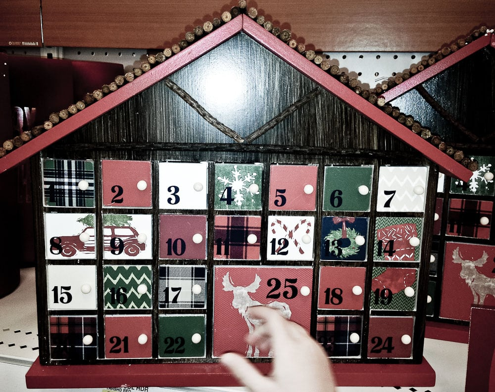 Ideas for Family Traditions for Chrismas-advent calendar