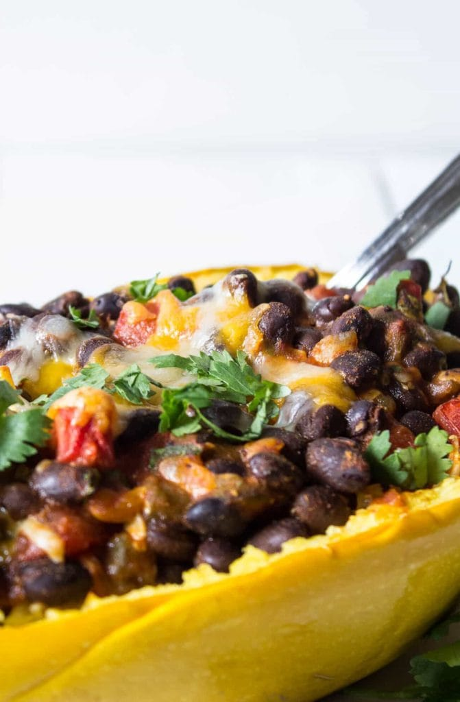 spaghetti squash recipes : boats with black beans